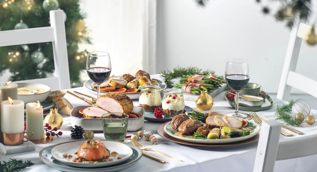De tafel gedekt met prachtige kerstgerechten van HelloFresh